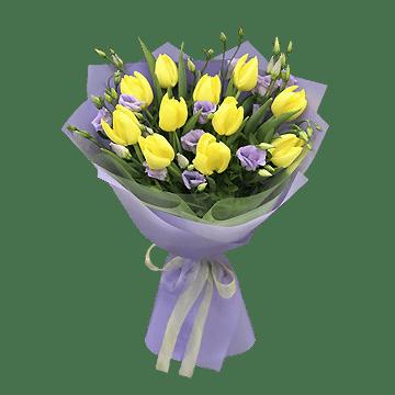 Букет из тюльпанов и лизиантусов