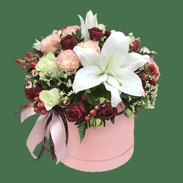 Розы и лилии в коробке