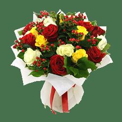 Букет из роз с гиперикумом