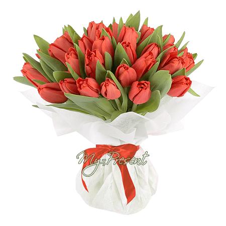 Букет из красных тюльпанов в Тюмени