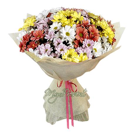 Букет из разноцветных ромашковых хризантем