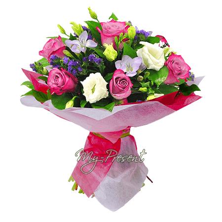 Букет из роз, лизиантусов, фрезий