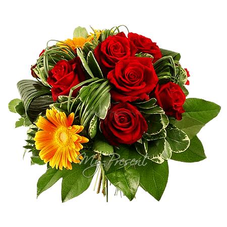 Букет из роз и гербер, украшенный берграсом в Челябинске