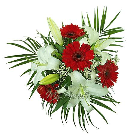 Букет из лилии и гербер украшенный фениксом