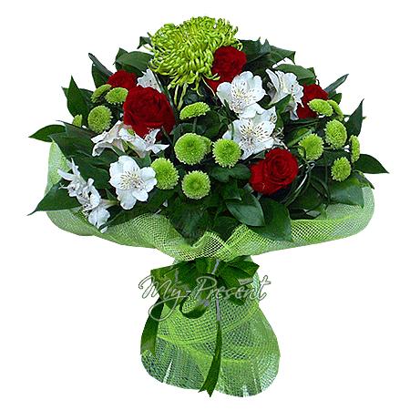 Букет из роз, альстромерий и хризантем