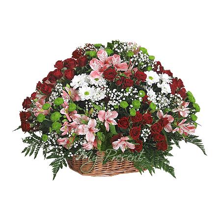 Корзина с розами, хризантемами, альстромериями
