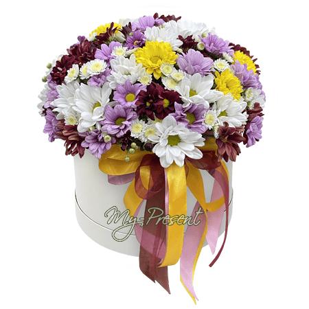 Букет из белых, кустовых хризантем