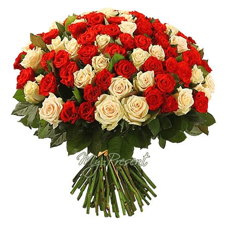 Букет из кремовых и красных роз (50 см.)