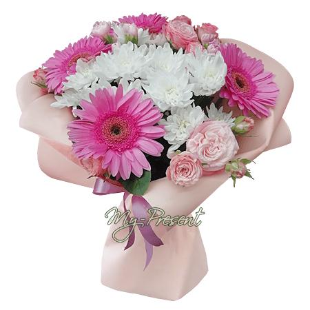 Букет из гербер, хризантем и кустовых роз.