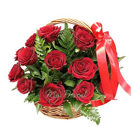 Корзина с красными  розами в Красноярске