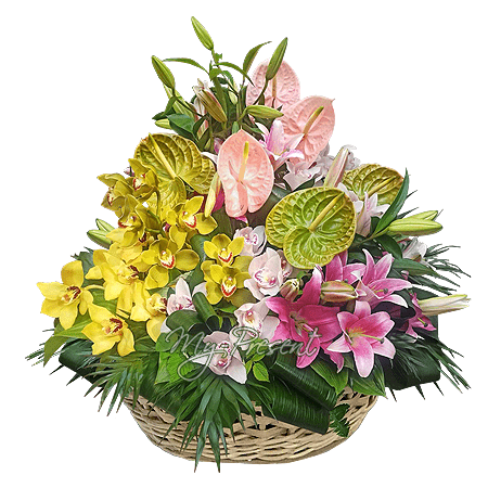 Корзина с лилиями, орхидеями, антуриумами