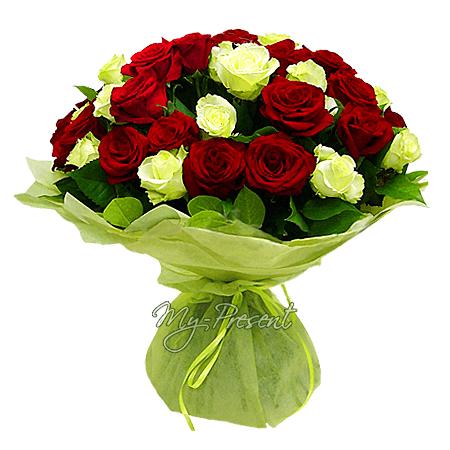 Букет из красных и белых роз (80 см) в Тюмени