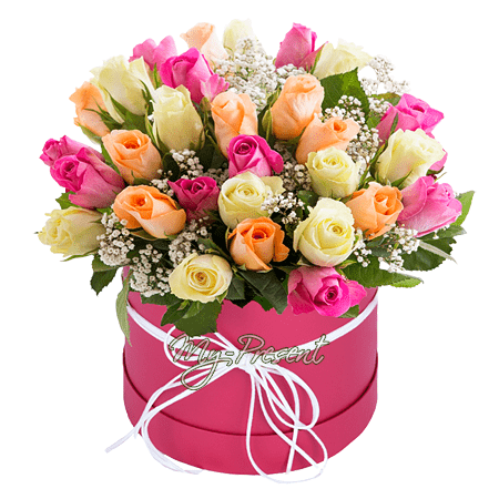 Разноцветные розы в коробке в Омске