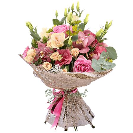 Букет из роз, орхидей, лизиантусов