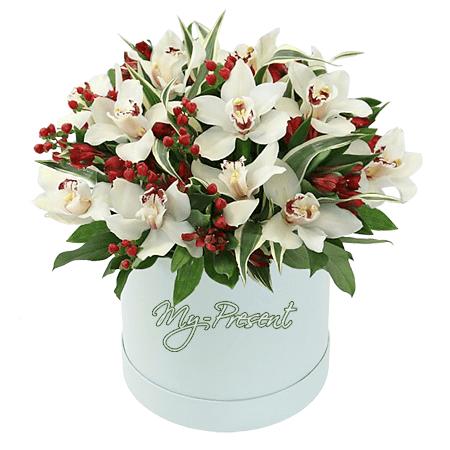 Орхидеи с альстромериями в шляпной коробке
