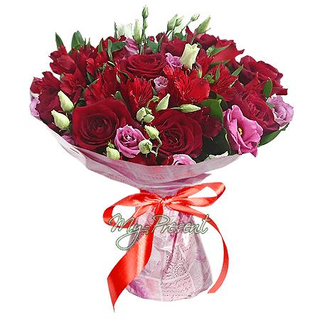 Букет из роз, альстромерий и лизиантусов