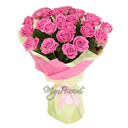 Букет из сиреневых роз (80 см.), оформленных в желто-розовый фетр.