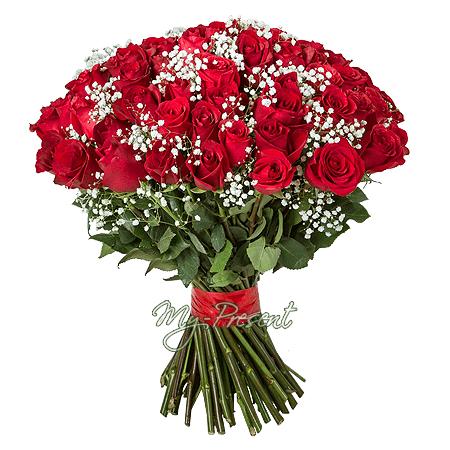 Букет красных роз перевязанный лентой