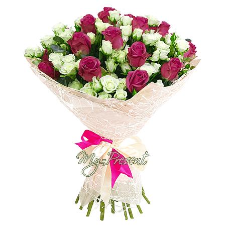 Букет из кустовых и классических роз