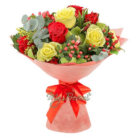Букет из роз, орхидей, альстромерий и гиперикума