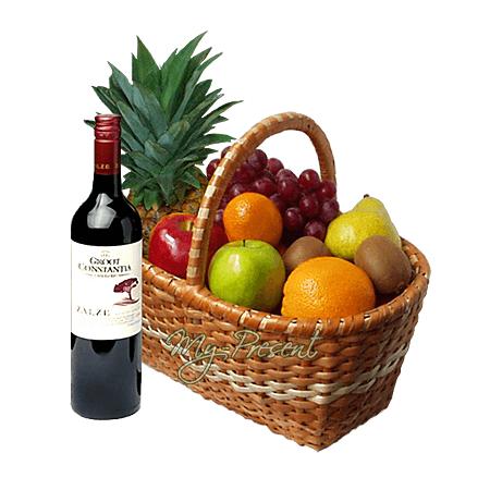 Корзина с фруктами и вином в Риге