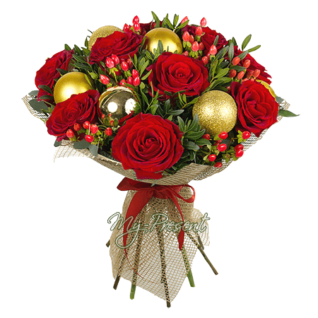 Букет роз и гиперикума, оформленный новогодними шарами в Москве