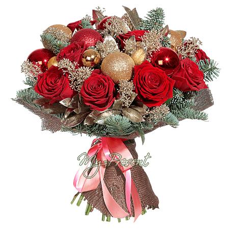 Рождественский букет из роз украшенных новогодними украшениями в Саратове