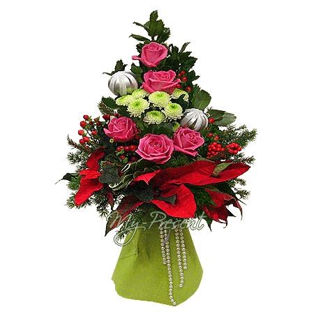 Новогодний букет из роз, хиперикума, хризантем